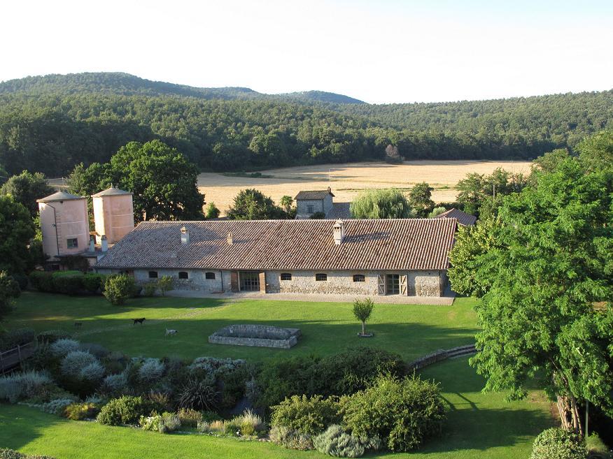 Awesome tra boschi carrabili e giardini curati la tenuta - Giardini curati ...